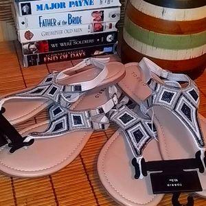 🆕 Torrid sandals